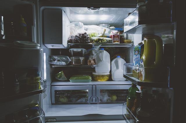 jak układać produkty w lodówce