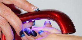 czym zmyć lakier do paznokci